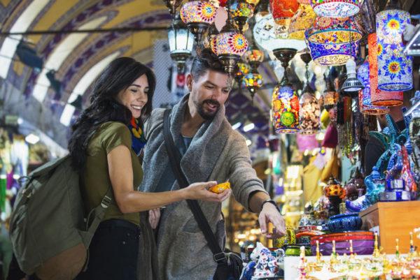 Couple in Istanbuls grand bazaar