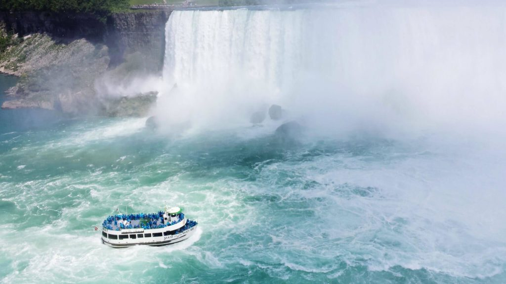 2 Niagara Falls Cruise